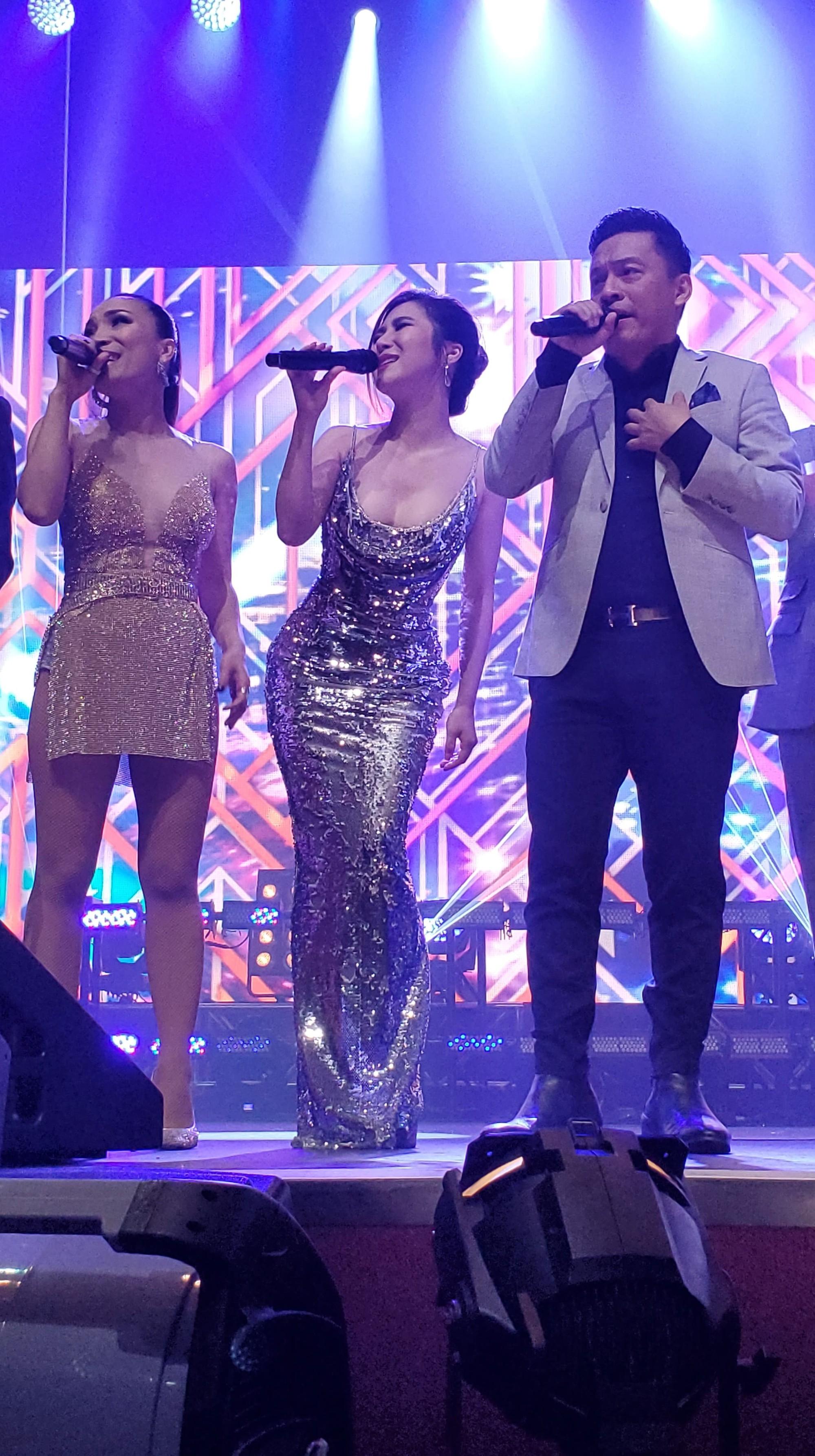 Hương Tràm nhận show hát ở Mỹ nhưng chiếc váy tuyệt đẹp cô mặc lại khiến người nhiều bất ngờ  - Ảnh 2.