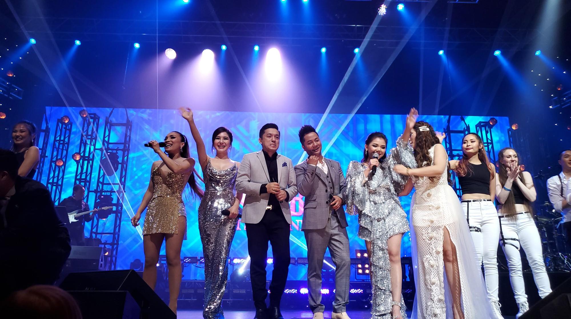 Hương Tràm nhận show hát ở Mỹ nhưng chiếc váy tuyệt đẹp cô mặc lại khiến người nhiều bất ngờ  - Ảnh 3.