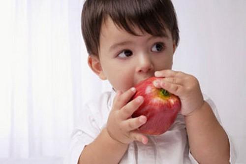Dinh dưỡng cho bé khi mọc răng - Ảnh 1.