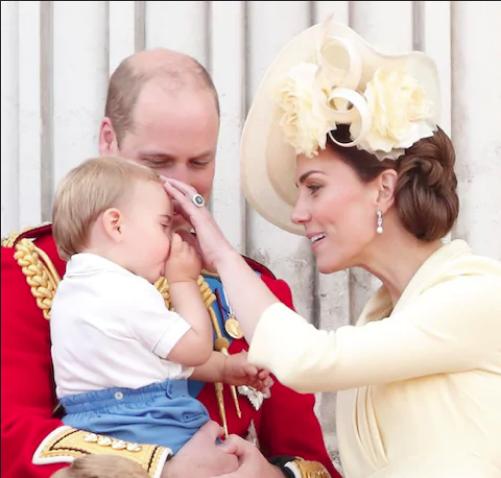 """Khoảnh khắc Hoàng tử Louis lên """"cơn nghiện"""" mút tay gây sốt và cách Công nương Kate xử lý cũng thật tài tình - Ảnh 5."""