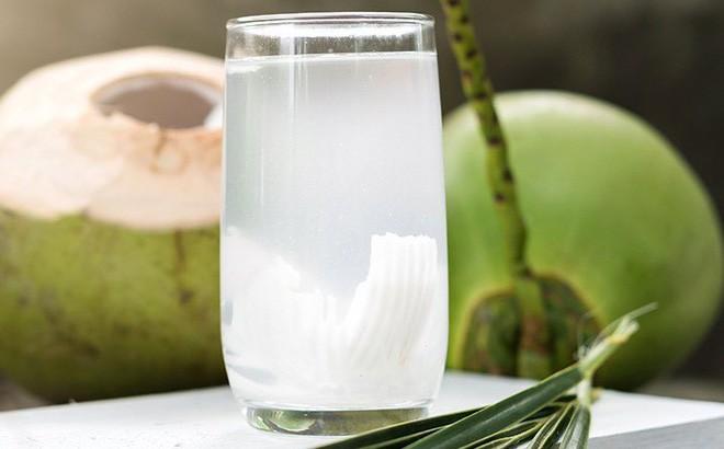 Chuyên gia đưa ra lưu ý để uống nước dừa giúp bạn vừa khoẻ vừa đẹp vào mùa hè - Ảnh 2.
