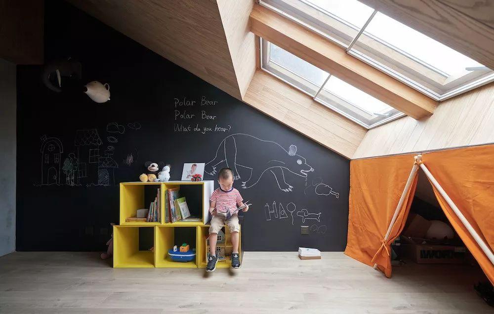 Cặp vợ chồng trẻ nới rộng căn hộ áp mái 85m2 thành không gian 115m2 sau cải tạo ai nhìn cũng mê - Ảnh 19.