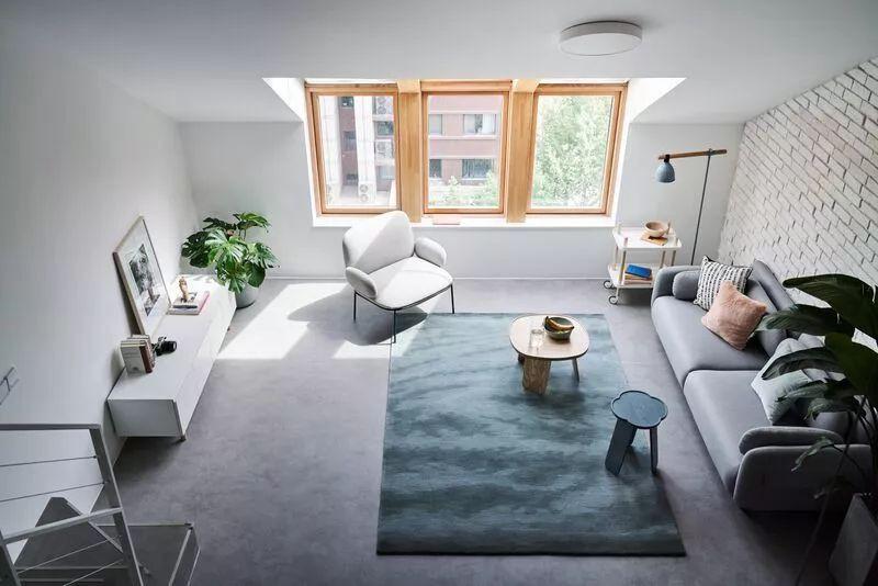 Cặp vợ chồng trẻ nới rộng căn hộ áp mái 85m2 thành không gian 115m2 sau cải tạo ai nhìn cũng mê - Ảnh 5.