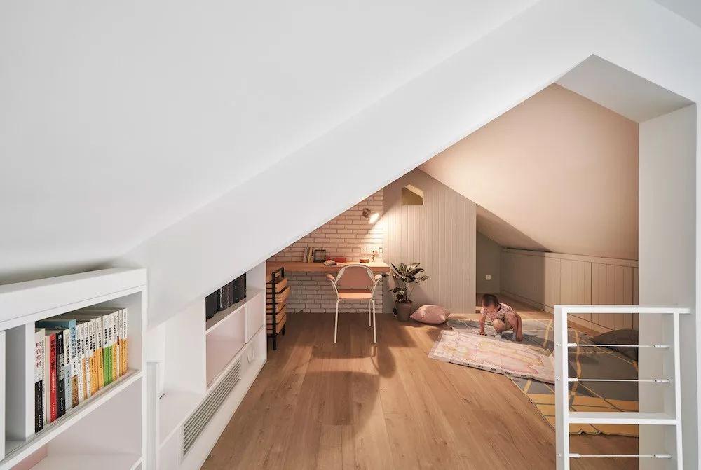 Cặp vợ chồng trẻ nới rộng căn hộ áp mái 85m2 thành không gian 115m2 sau cải tạo ai nhìn cũng mê - Ảnh 15.