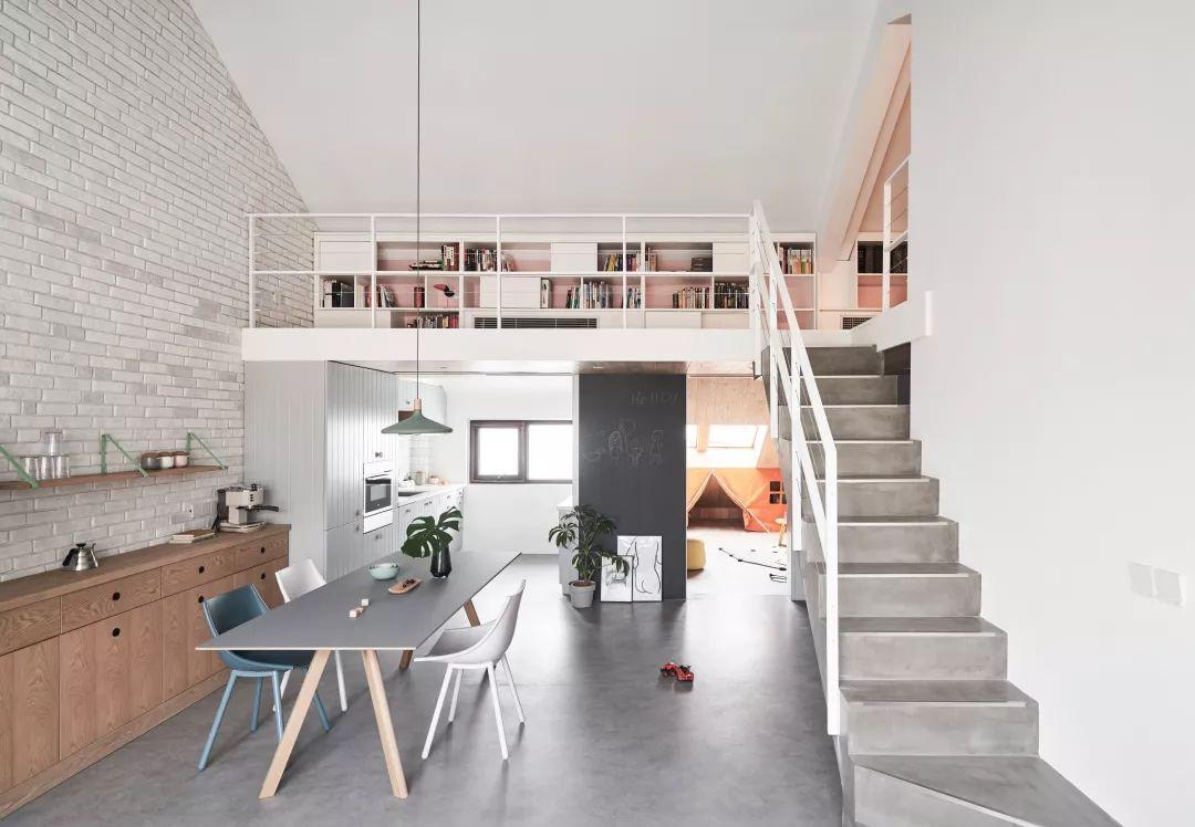 Cặp vợ chồng trẻ nới rộng căn hộ áp mái 85m2 thành không gian 115m2 sau cải tạo ai nhìn cũng mê - Ảnh 10.