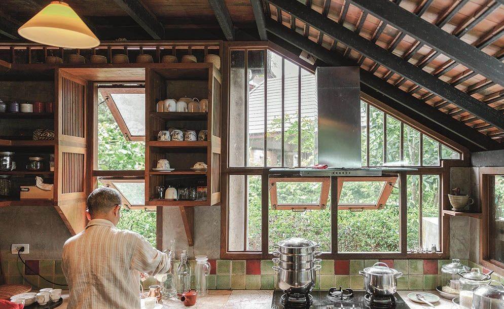 Ngôi nhà gỗ bất chấp nắng nóng, chỉ có gió mát và ánh sáng ngập tràn giữa rừng cây xanh - Ảnh 11.