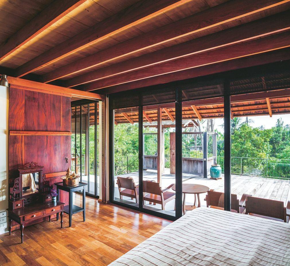 Ngôi nhà gỗ bất chấp nắng nóng, chỉ có gió mát và ánh sáng ngập tràn giữa rừng cây xanh - Ảnh 9.