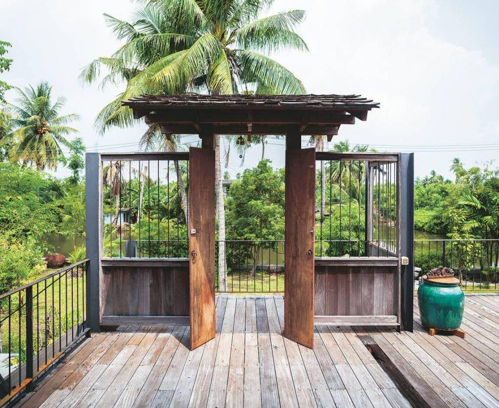 Ngôi nhà gỗ bất chấp nắng nóng, chỉ có gió mát và ánh sáng ngập tràn giữa rừng cây xanh - Ảnh 8.