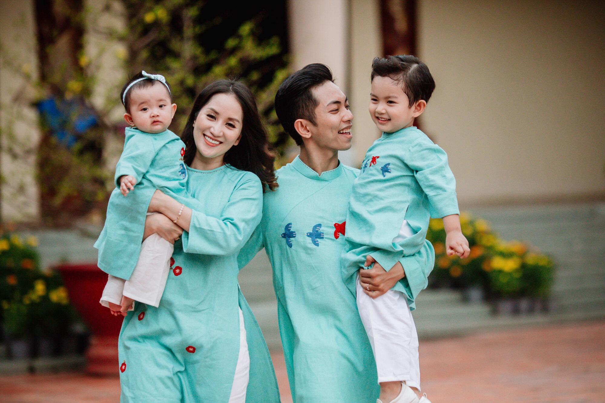 """Những chuyện tình """"chị - em"""" đáng ngưỡng mộ nhất showbiz Việt: Khi tình trẻ sẵn sàng làm chỗ dựa cho người phụ nữ trải qua nhiều giông bão - Ảnh 12."""