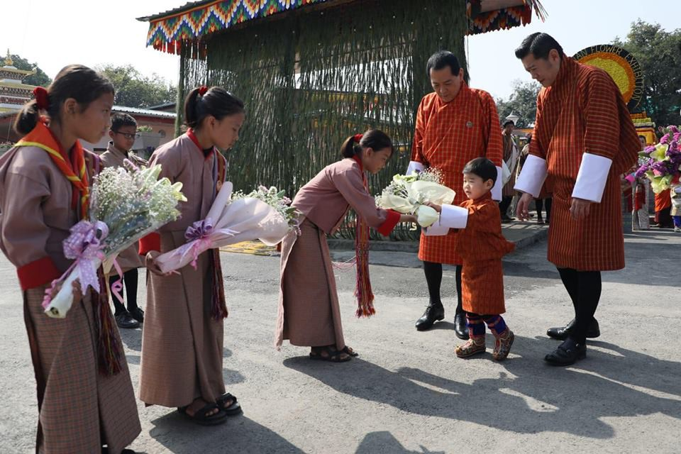Đất nước hạnh phúc Bhutan công bố hình ảnh mới nhất của hoàng tử bé  - Ảnh 6.