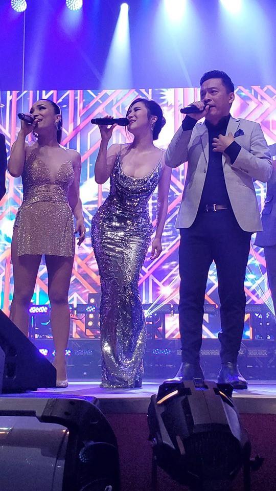 Hương Tràm hát live giữa ngàn khán giả Mỹ, fan đăng ảnh dìm hàng và đây là phản ứng đáng yêu của nữ ca sĩ  - Ảnh 3.