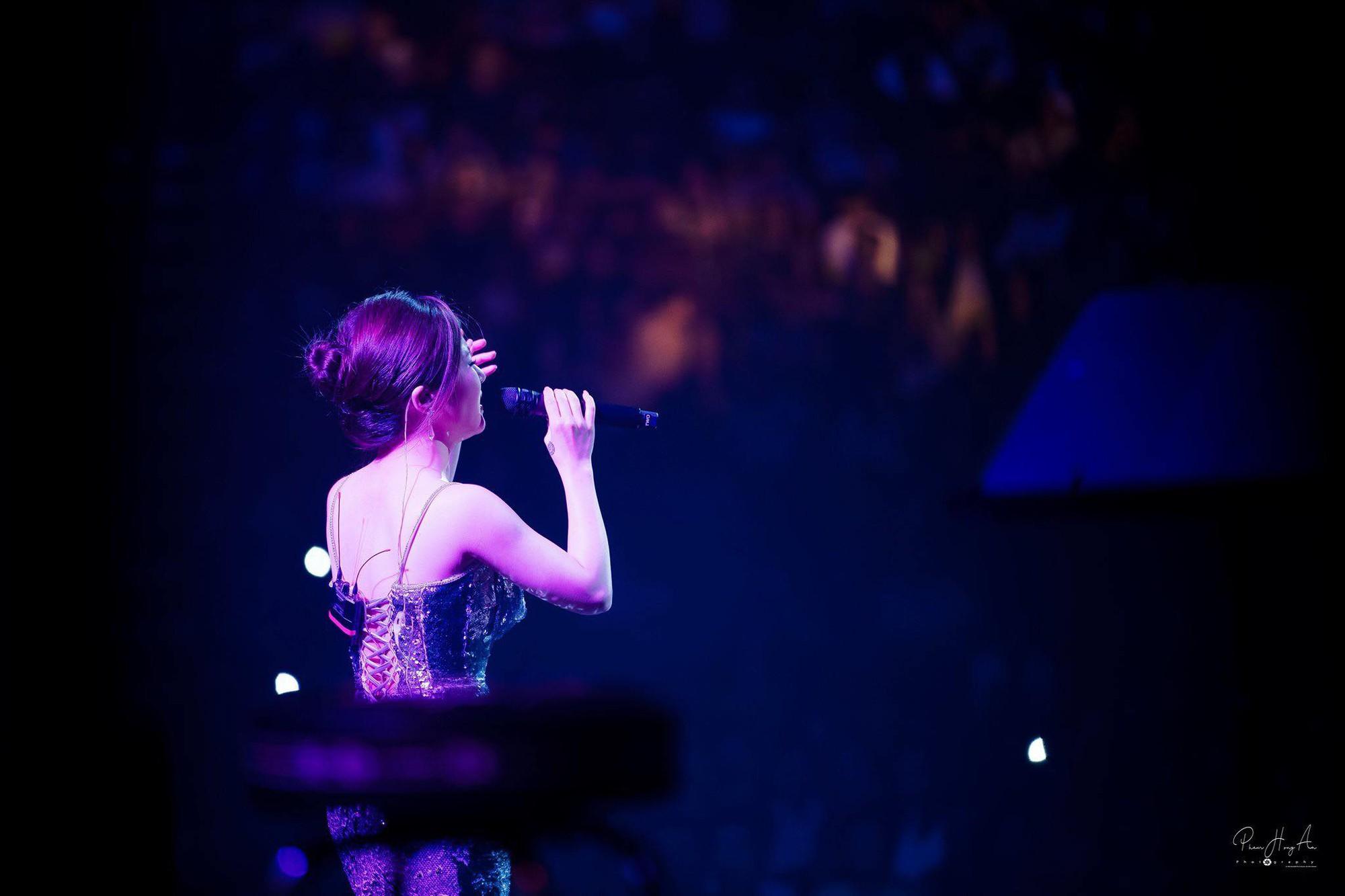 Hương Tràm hát live giữa ngàn khán giả Mỹ, fan đăng ảnh dìm hàng và đây là phản ứng đáng yêu của nữ ca sĩ  - Ảnh 4.
