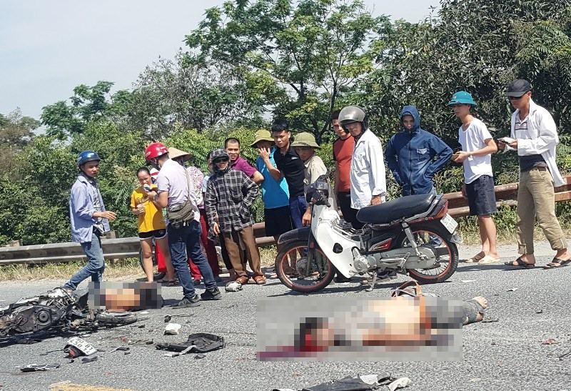 Hà Nam: Hai thanh niên đi xe máy tử vong sau cú va chạm với xe tải - Ảnh 2.