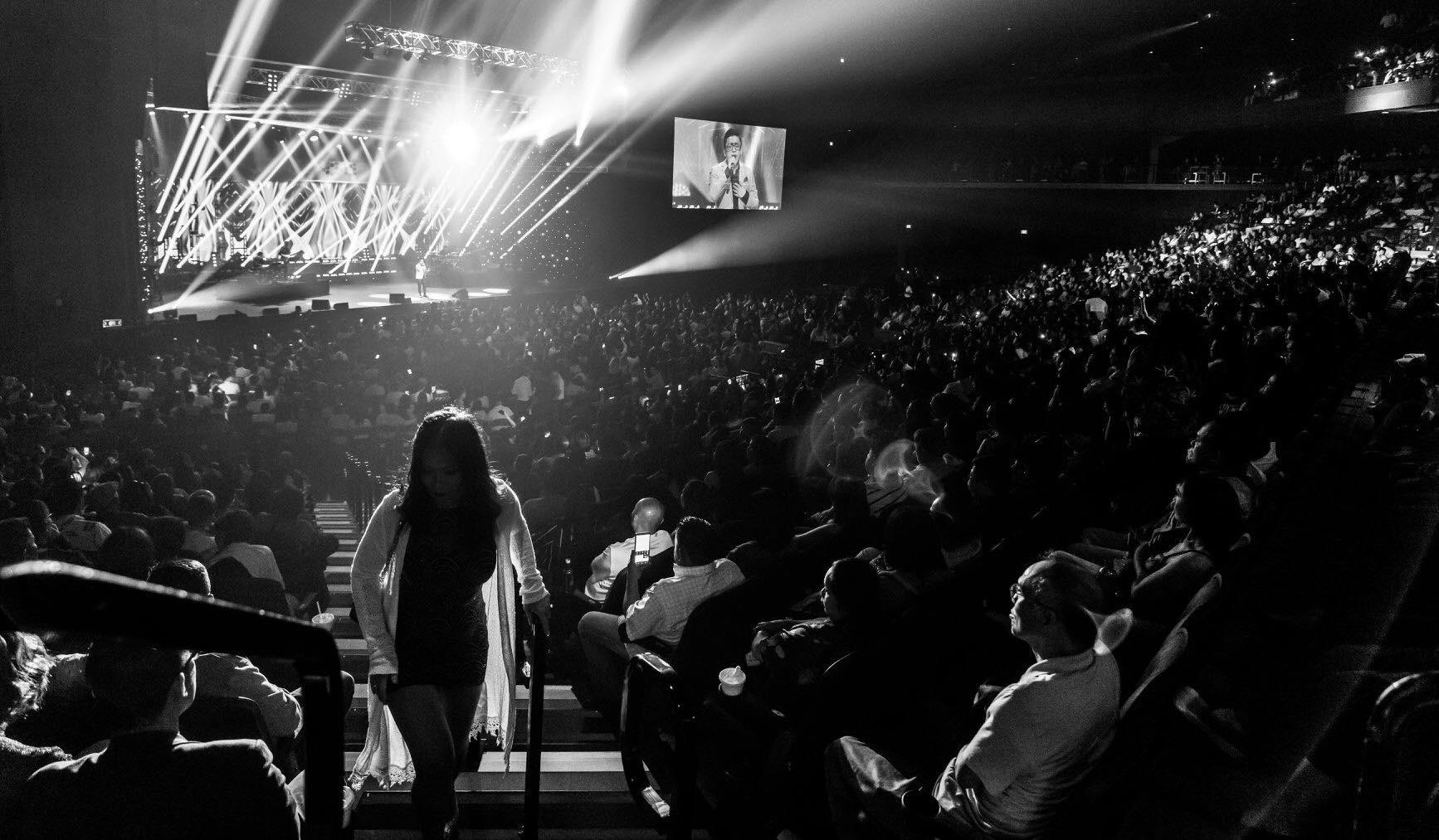 Hương Tràm hát live giữa ngàn khán giả Mỹ, fan đăng ảnh dìm hàng và đây là phản ứng đáng yêu của nữ ca sĩ  - Ảnh 6.