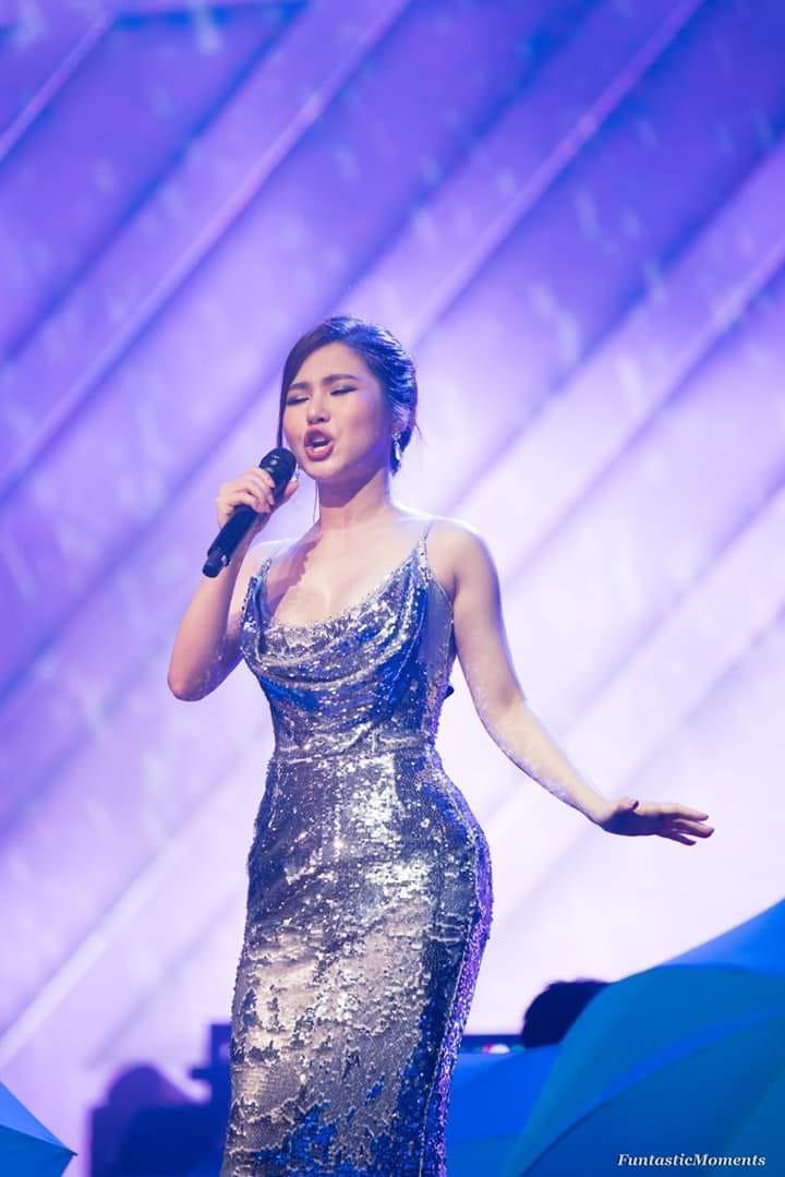 Hương Tràm hát live giữa ngàn khán giả Mỹ, fan đăng ảnh dìm hàng và đây là phản ứng đáng yêu của nữ ca sĩ  - Ảnh 7.