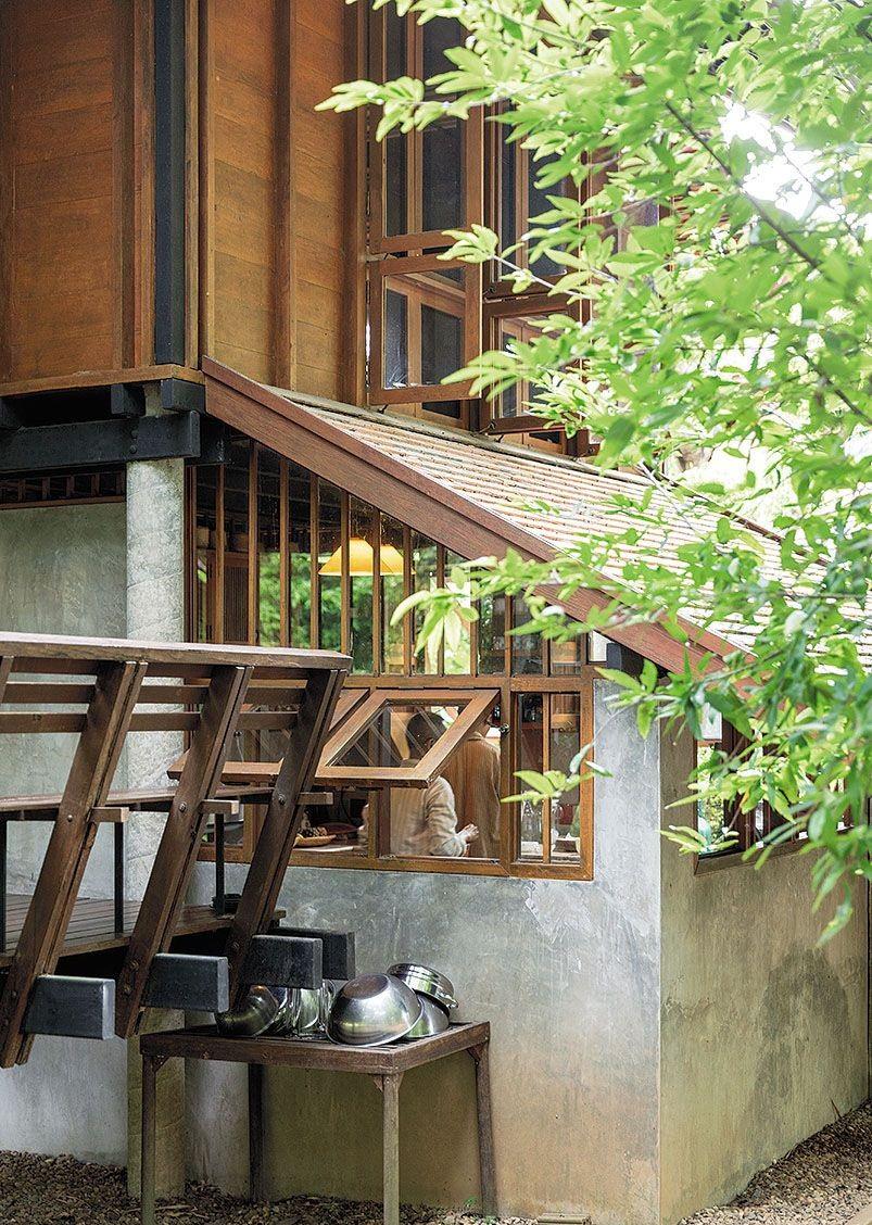 Ngôi nhà gỗ bất chấp nắng nóng, chỉ có gió mát và ánh sáng ngập tràn giữa rừng cây xanh - Ảnh 5.
