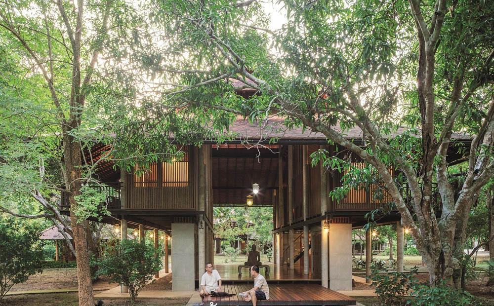 Ngôi nhà gỗ bất chấp nắng nóng, chỉ có gió mát và ánh sáng ngập tràn giữa rừng cây xanh - Ảnh 4.