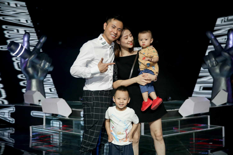 Vượt bão ồn ào ly hôn, Phạm Quỳnh Anh làm HLV The Voice Kids, ngồi ghế nóng cùng Dương Khắc Linh  - Ảnh 6.
