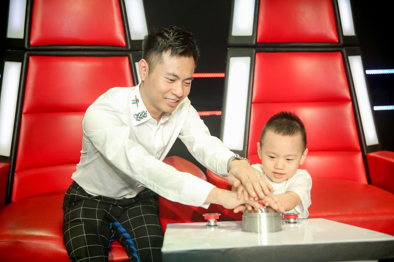Vượt bão ồn ào ly hôn, Phạm Quỳnh Anh làm HLV The Voice Kids, ngồi ghế nóng cùng Dương Khắc Linh  - Ảnh 7.
