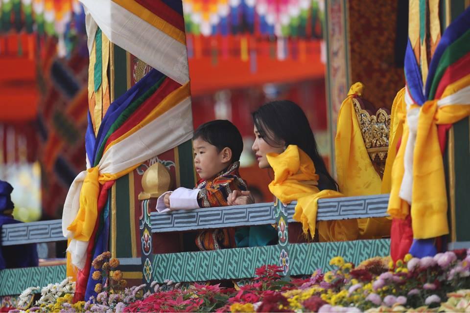 Đất nước hạnh phúc Bhutan công bố hình ảnh mới nhất của hoàng tử bé  - Ảnh 7.