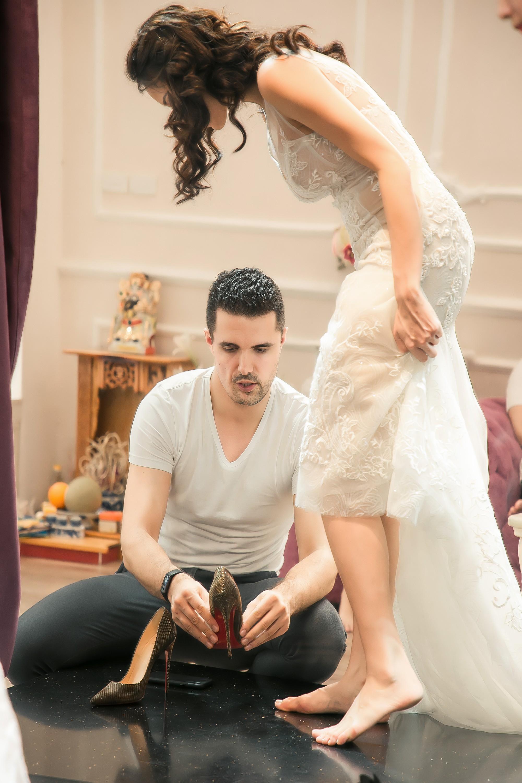 Chồng Tây gia thế khủng của Phương Mai diện áo phông giản dị, liên tục dành nhiều cử chỉ ngọt ngào cho vợ  - Ảnh 1.