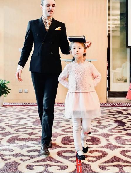 Giới siêu giàu Trung Quốc 'bạo chi' để con em 'Tây hóa' - Ảnh 1.