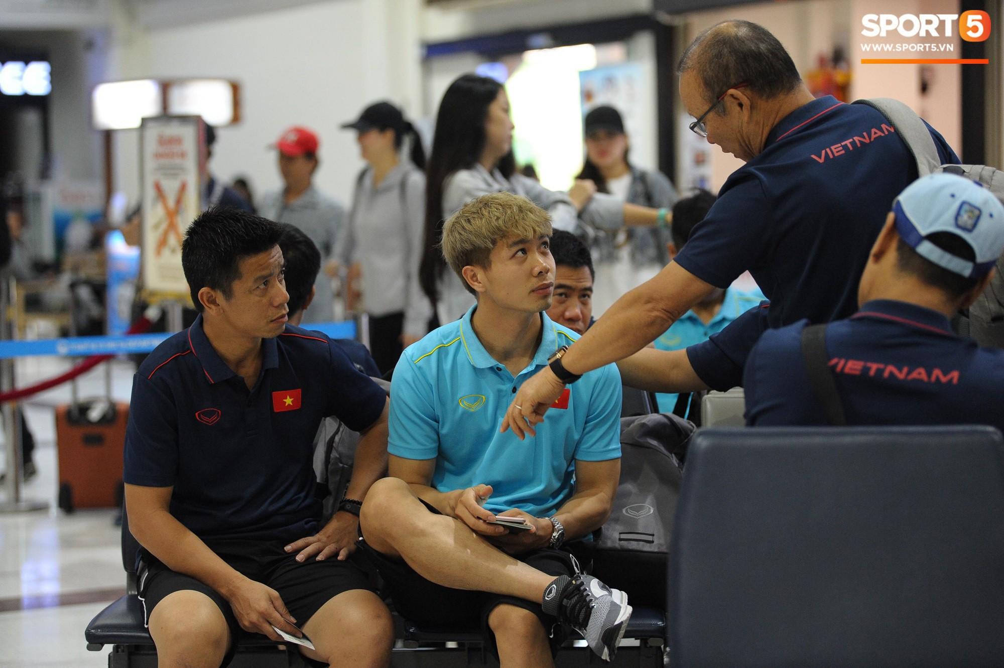 """Hậu King's Cup, HLV Park Hang-seo phải vào viện kiểm tra sức khoẻ nhưng vẫn """"ghi điểm"""" chỉ nhờ hành động nhỏ này! - Ảnh 2."""