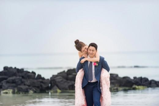 """Tài tử """"Sắc đẹp ngàn cân"""" khoe ảnh cưới mà dân tình chỉ dán mắt vào cô dâu đẹp như Hoa hậu, còn na ná Kim Tae Hee - Ảnh 2."""