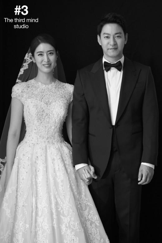 """Tài tử """"Sắc đẹp ngàn cân"""" khoe ảnh cưới mà dân tình chỉ dán mắt vào cô dâu đẹp như Hoa hậu, còn na ná Kim Tae Hee - Ảnh 3."""
