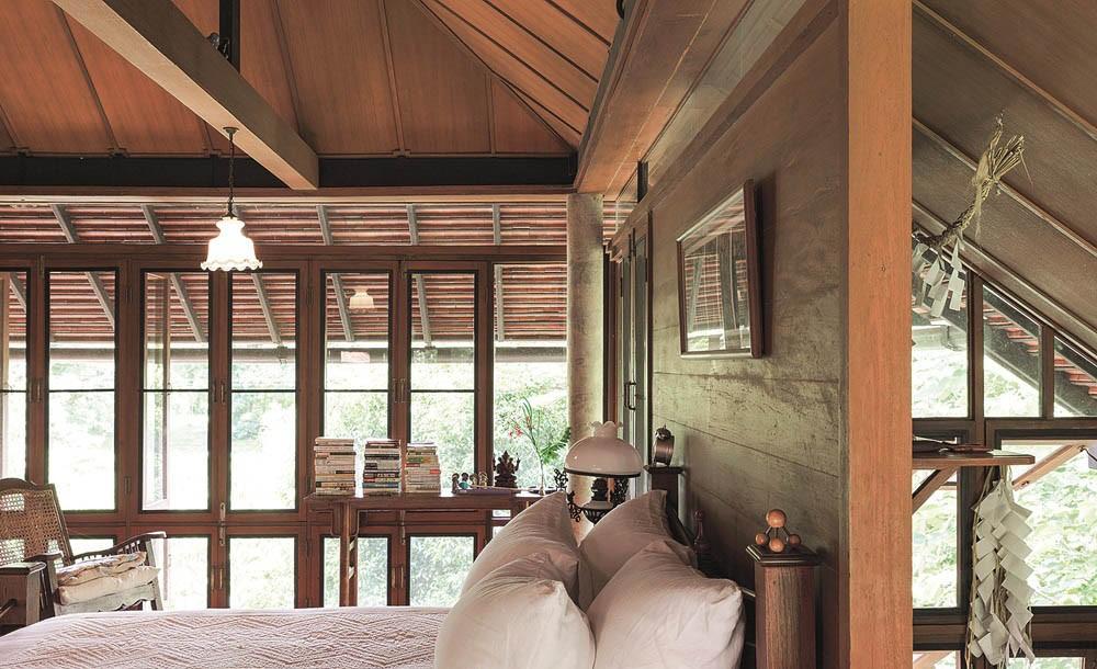 Ngôi nhà gỗ bất chấp nắng nóng, chỉ có gió mát và ánh sáng ngập tràn giữa rừng cây xanh - Ảnh 14.