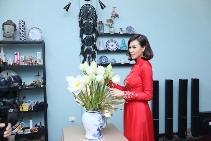 Siêu mẫu Phương Mai diện áo dài đỏ, hạnh phúc trong ngày ăn hỏi cùng chú rể Tây điển trai  - Ảnh 3.