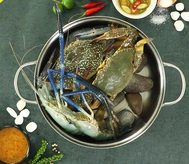 Tuyệt chiêu mới chế biến món hải sản hấp sauna cho mùa hè thêm thanh mát, bừng vị - Ảnh 2.