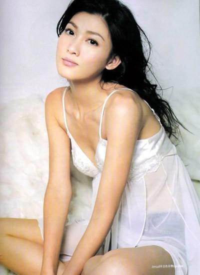 Sao nữ Hong Kong bị giám đốc ép bán thân đổi đời nhờ lấy đại gia - Ảnh 2.