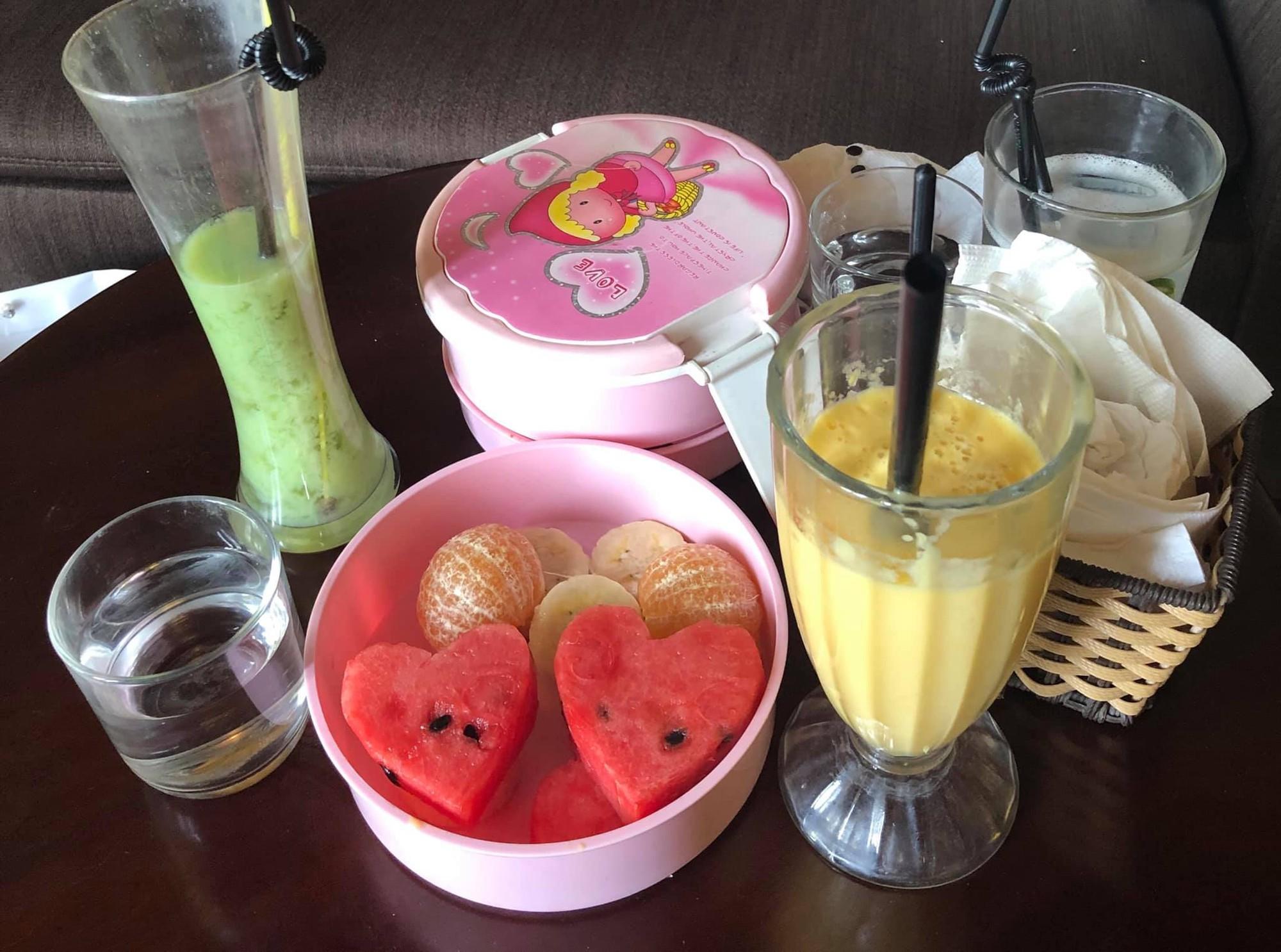 Tin đồn ly hôn vợ còn chưa biết thực hư, Việt Anh đã không ngại đăng bữa trưa ngọt ngào nhìn đã biết là do phụ nữ chuẩn bị - Ảnh 1.