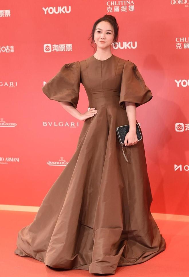 Thảm đỏ LHP quốc tế Thượng Hải: Chương Tử Di xinh đẹp tựa nữ hoàng, đọ sắc cùng hai mỹ nhân cảnh nóng Thư Kỳ và Thang Duy - ảnh 4
