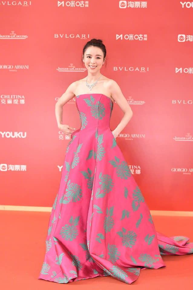 Thảm đỏ LHP quốc tế Thượng Hải: Chương Tử Di xinh đẹp tựa nữ hoàng, đọ sắc cùng hai mỹ nhân cảnh nóng Thư Kỳ và Thang Duy - ảnh 9
