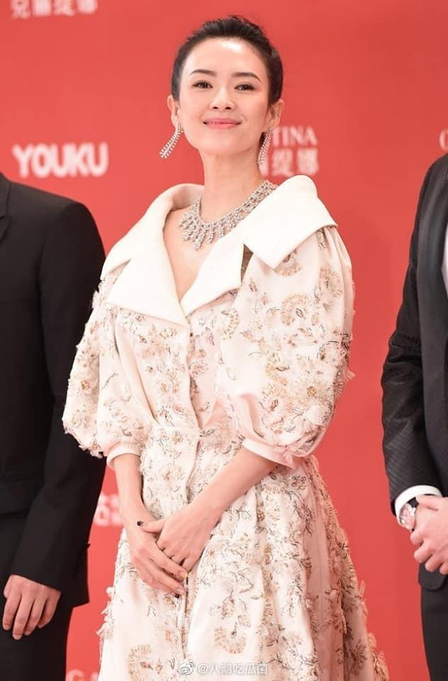 Thảm đỏ LHP quốc tế Thượng Hải: Chương Tử Di xinh đẹp tựa nữ hoàng, đọ sắc cùng hai mỹ nhân cảnh nóng Thư Kỳ và Thang Duy - ảnh 3