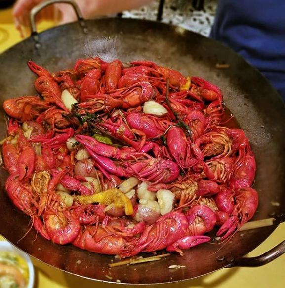 """Không được đào tạo bài bản, """"bẻ cong"""" quy tắc ẩm thực Việt, nữ chủ nhân nhà hàng thành danh trên đất Mỹ, xuất hiện trên chương trình ẩm thực nổi tiếng của Netflix - Ảnh 2."""