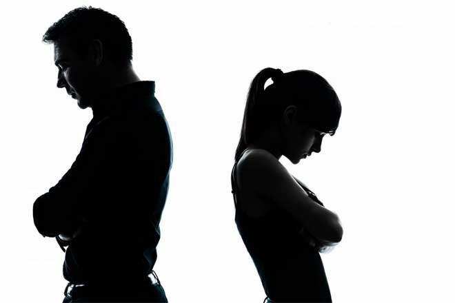 Nghi ngờ chồng đòi ly dị vì có người khác, vợ lái xe ô tô đâm tiểu tam để cứu vãn hôn nhân - Ảnh 2.