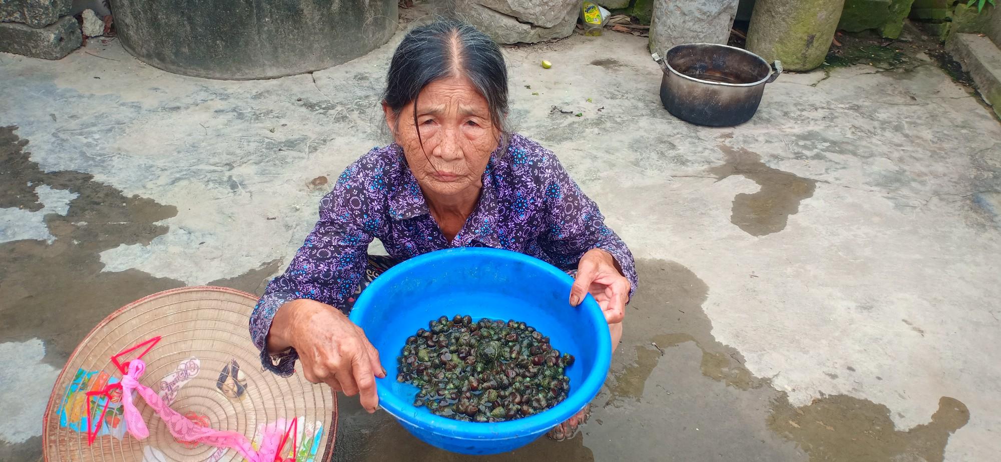 Người phụ nữ tật nguyền một mình nuôi mẹ già mù và con thơ 10 tháng tuổi - Ảnh 4