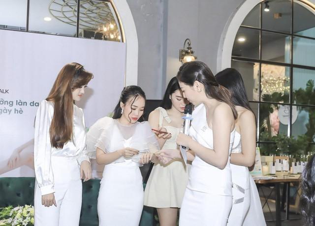 Học hỏi kinh nghiệm nuôi dưỡng làn da trắng mịn ngày hè từ Hoa hậu Trương Tri Trúc Diễm  - Ảnh 3.