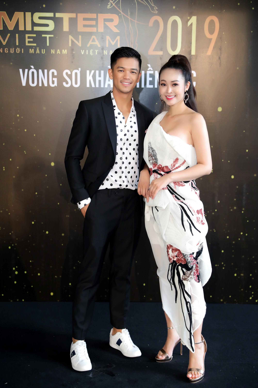 Từ trái sang, Quán quân Việt Nam Idol - Trọng Hiếu, MC - Thuỳ Linh