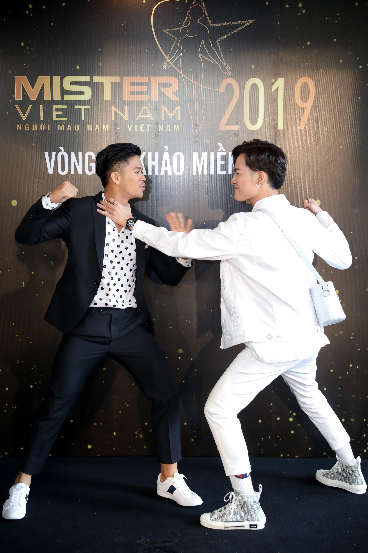 Từ trái sang, Quán quân Việt Nam Idol - Trọng Hiếu, Quán quân giọng hát Việt - Ali Hoàng Dương