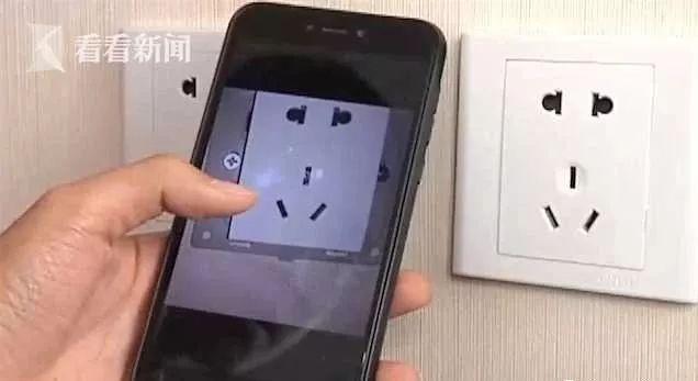 Thuê phòng khách sạn, cặp đôi phát hiện camera ẩn trong ổ điện 5 chấu nhưng lời nói của nhân viên lại gây rùng mình hơn cả - Ảnh 1.