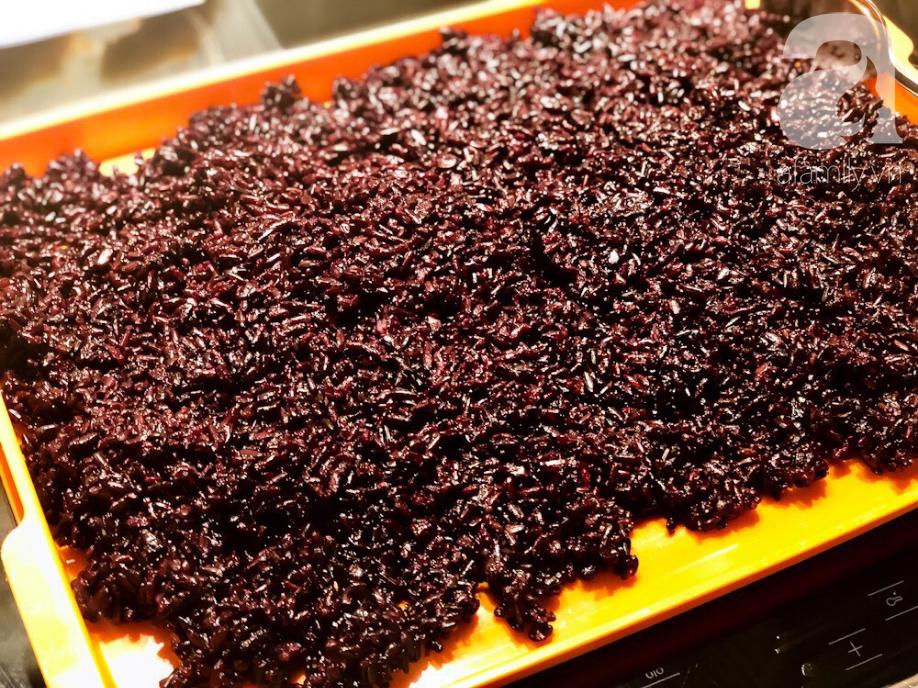 Chuẩn bị sẵn sàng đón Tết Đoan Ngọ cùng cơm rượu nếp cẩm làm cực đơn giản - Ảnh 3.