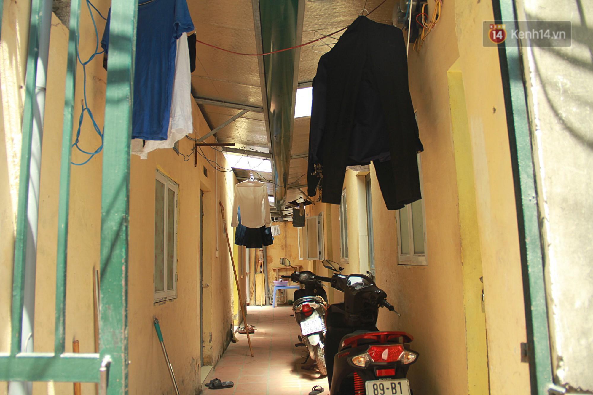 Cái nóng Hà Nội lên đến 50 độ: Dân xóm nghèo oằn mình trong các phòng trọ lợp ngói tôn, hầm hập như muốn luộc chín người - Ảnh 6.