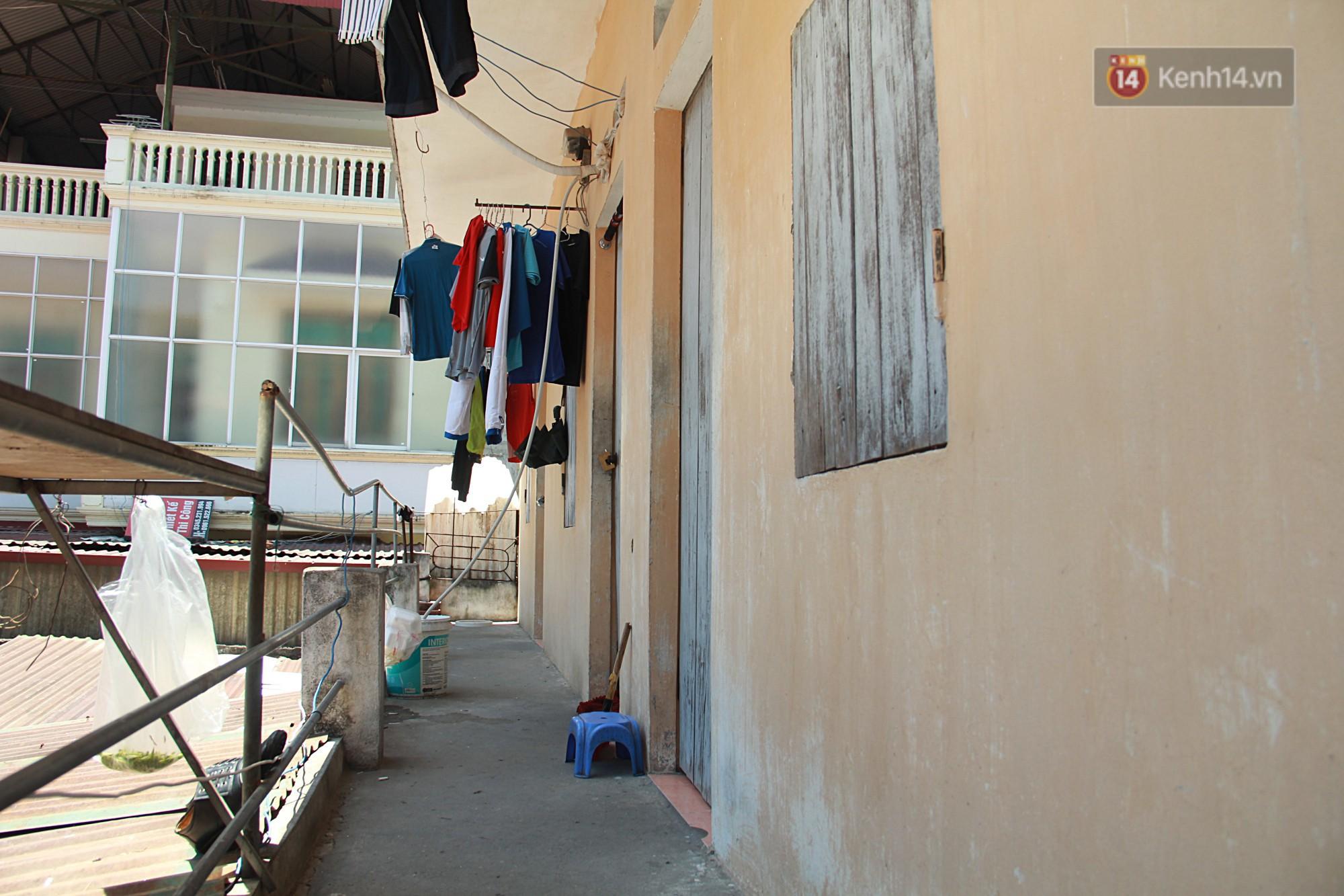 Cái nóng Hà Nội lên đến 50 độ: Dân xóm nghèo oằn mình trong các phòng trọ lợp ngói tôn, hầm hập như muốn luộc chín người - Ảnh 7.