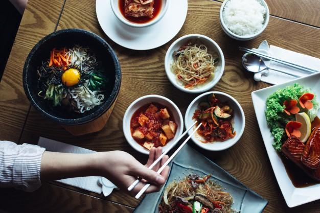 feasting-bibimbap-kimchi-other-traditional-korean-food_449-19325639