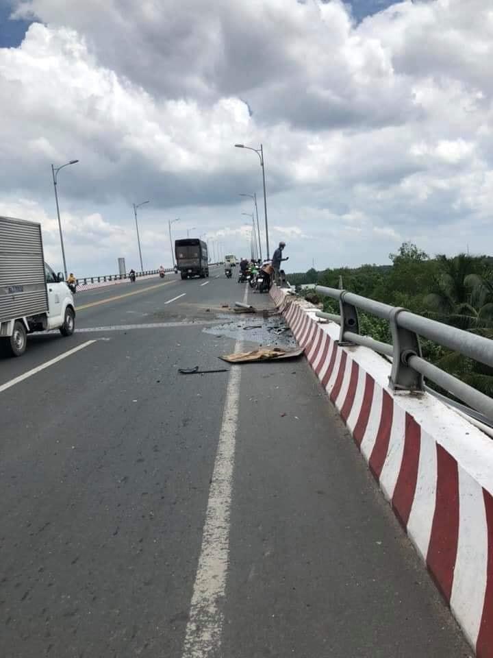 Tai nạn thảm khốc ở Bến Tre: Xe tải mất phanh tông vào ô tô 7 chỗ, nhiều người thương vong - Ảnh 2.
