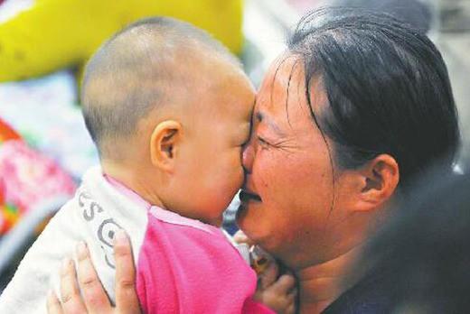 Câu chuyện bé gái 10 tháng tuổi bị 12 cây kim đâm vào người: Thủ phạm là người thân và nguyên nhân được đồn thổi khiến ai cũng rùng mình - Ảnh 3.